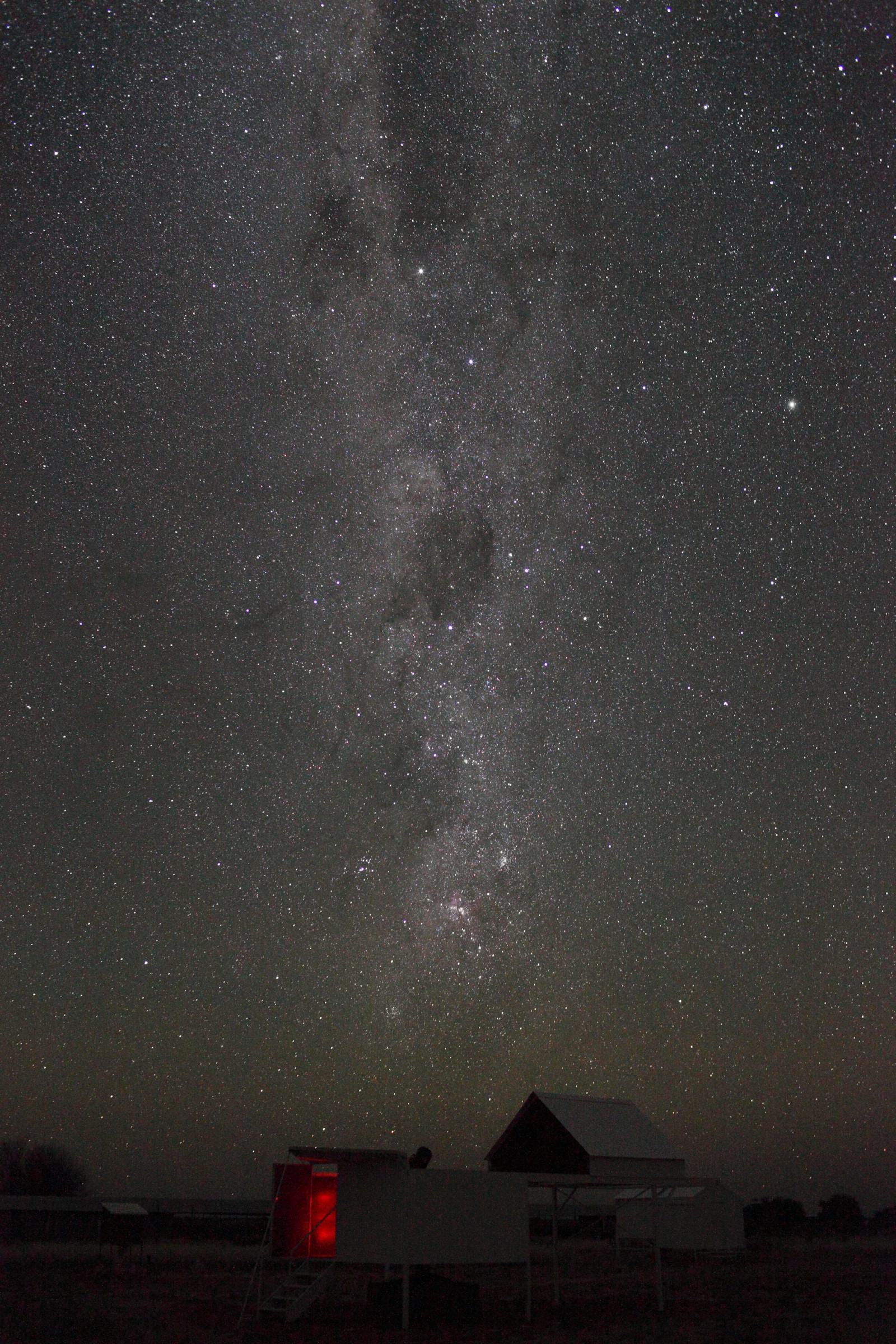 20120612-2306-Milkway-over-Atlax-observatory-5DII-15mm-F4-ISO6400-0145